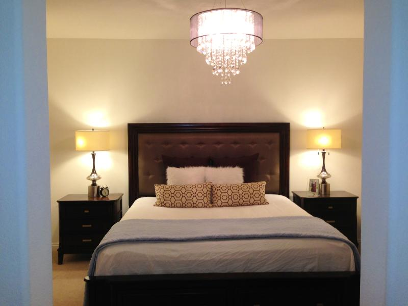 Master Bedroom - Gorgeous Townhome near Disneyland/Convention Cntr - Anaheim - rentals