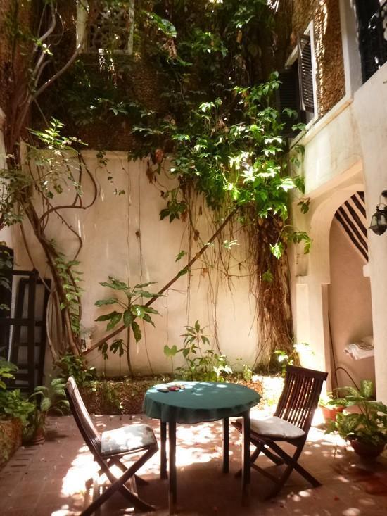 Our downstairs courtyard - Baitul Noor House - Lamu Backpackers - Lamu - rentals