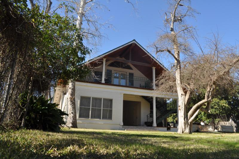 Carriage House - Heart of Downtown, Walk to Everything - New Braunfels - rentals