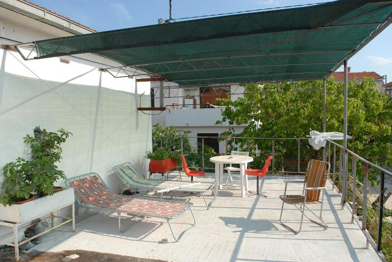 studio for two with big terrace - Image 1 - Supetar - rentals