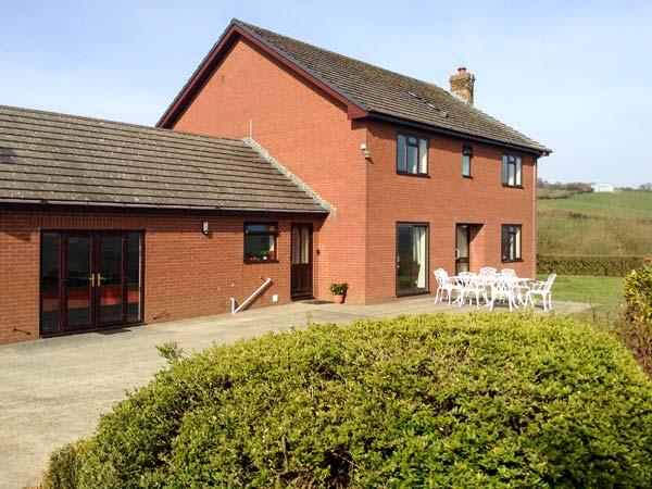 GREVODIG, brick-built farmhouse, on 600 acre livestock farm, games room, hot tub, near Llanbister and Llandrindod Wells, Ref 29851 - Image 1 - Llandrindod Wells - rentals