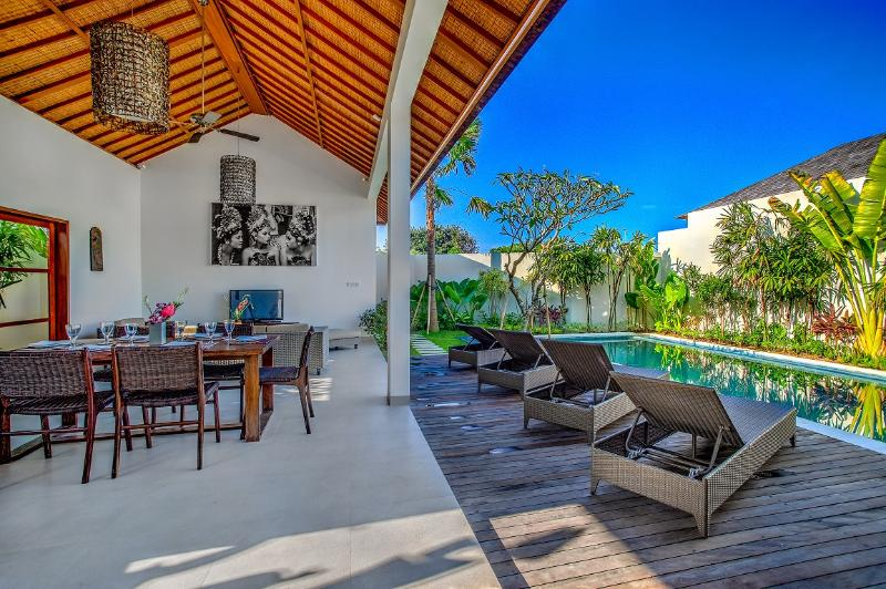 Open dining& living with direct pool access - ECHO BEACH VILLA 1, 3 large BR, Beach Villas - Canggu - rentals
