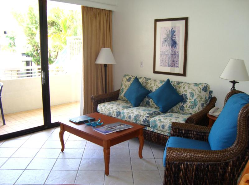 Living room - Golden Strand 1 Bedroom Condo - Sunny Isles Beach - rentals