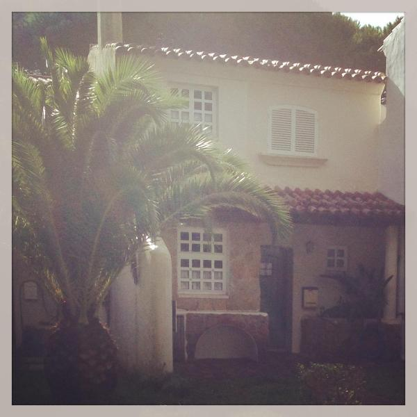 Secluded front entrance to the house - Charming cottage in luxury resort - Cascais - rentals