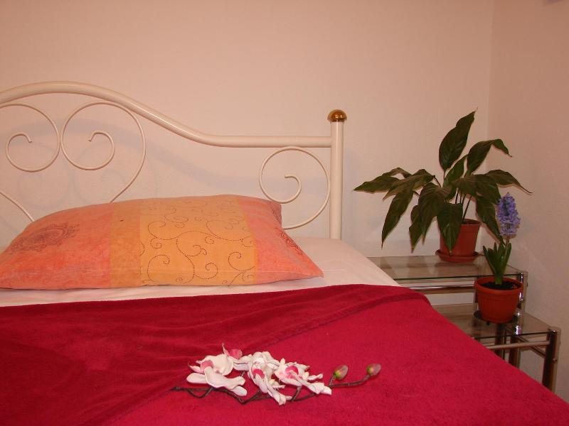 master bedroom - Apartment in Kastel Stari, near Split and Trogir - Kastel Stari - rentals
