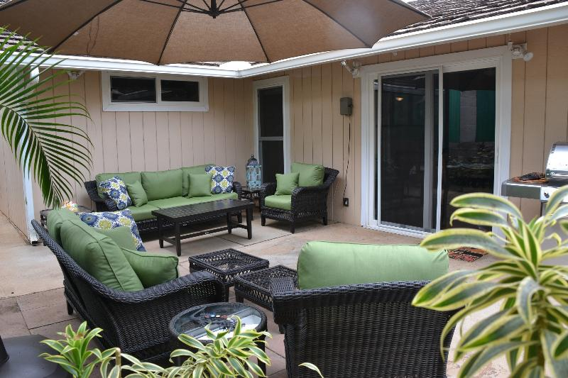 Relax on your private lanai surrounded by the beautiful garden - Family friendly house w/ hot tub walking distance - Kihei - rentals