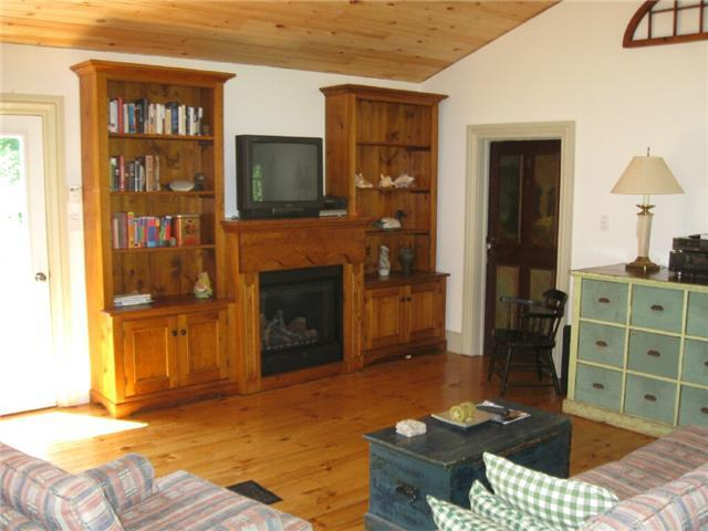 Gas Fireplace, Sat TV, Wireless Internet, antique furnishings, fire pit - 2 Bedroom Cottage @ Port Albert Inn and Cottages - Goderich - rentals