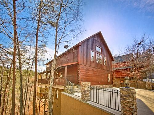 Side Outside View - Gorgeous! Luxurious Cabin 3/3 With Mountain Views - Pigeon Forge - rentals