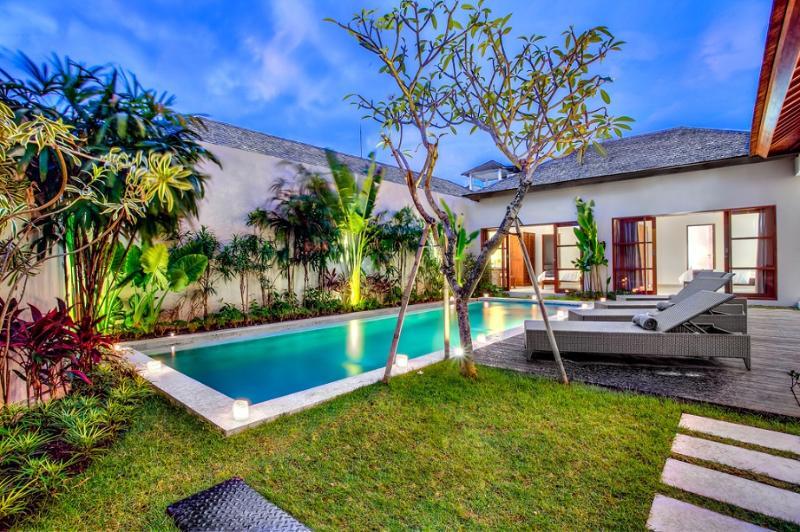 Garden & Pool with bedrooms at the back - ECHO BEACH VILLA 4, 3 BR, Beach Villa Great Value! - Canggu - rentals