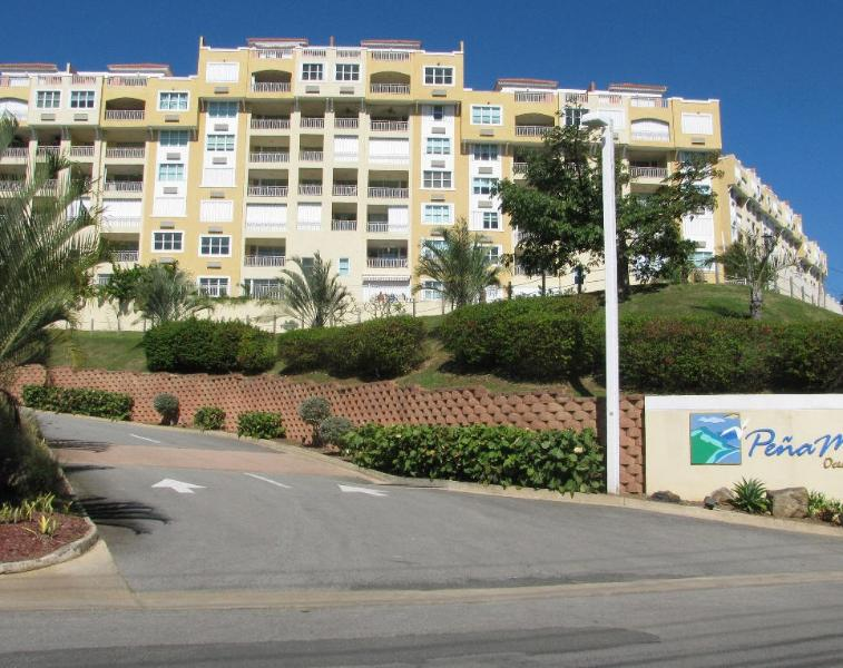 Entrance to complex - Penthouse Ocean Front expectacular views - Fajardo - rentals
