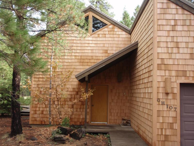 front entrance - Rustic Black Butte Ranch cabin - Black Butte Ranch - rentals