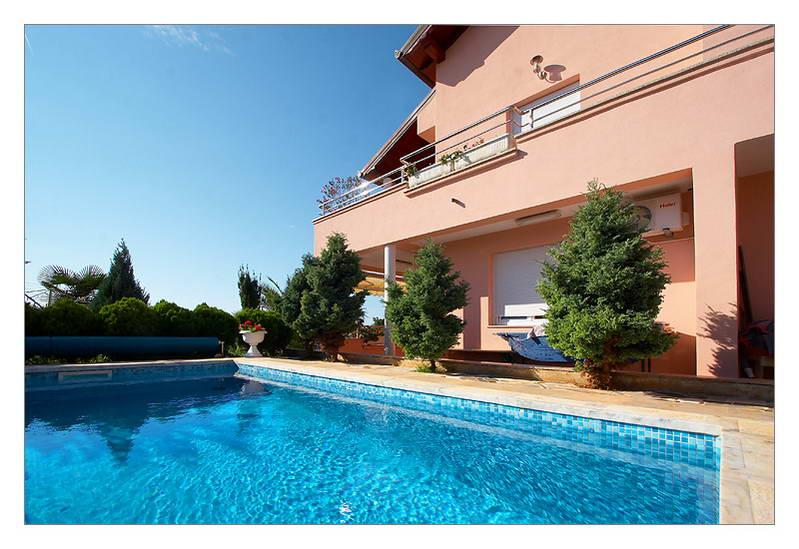 Apartment with swimming pool - Image 1 - Pula - rentals