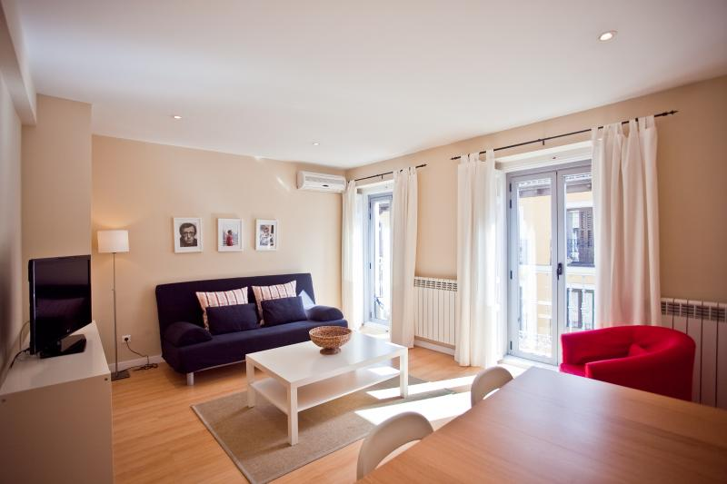 Bright Apartment With Balconies - Image 1 - Madrid - rentals