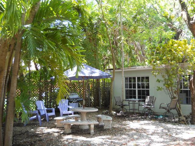 Gated front yard view - Canopy Tree House – Authentic Coconut Grove Living - Coconut Grove - rentals