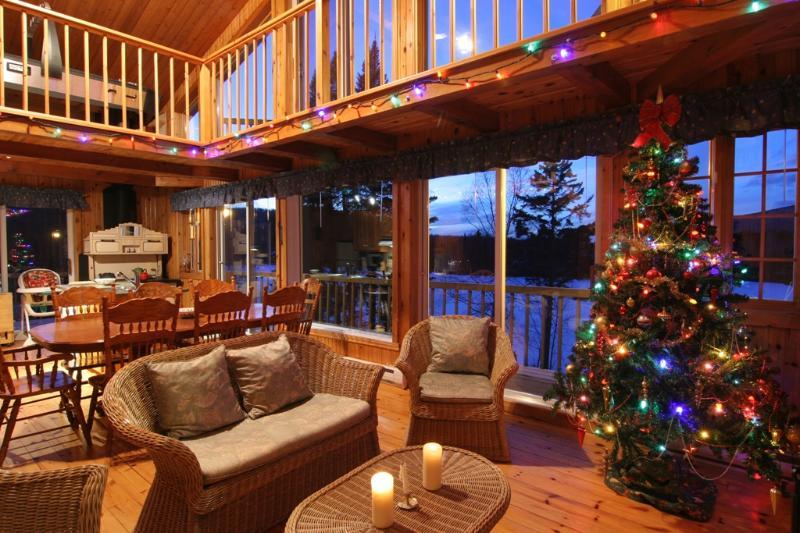 Large Waterfront Cottage for rent in Mont-Tremblant with SPA/hot-tub, pool table, canoe, pedal boat - Image 1 - Mont Tremblant - rentals