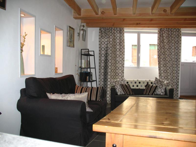 lounge/sitting area - beautiful two bedroom property traditional village - Carcassonne - rentals