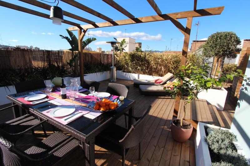 Amazing private terrace with lounge chair and dining table - Picasso penthouse - Barrio Gotico - Barcelona - rentals