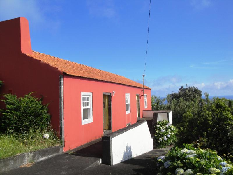 Traditional cottage in beautiful rural setting with views to the sea - Casa das Areias - a charming, rustic Azorean house - Cedros - rentals