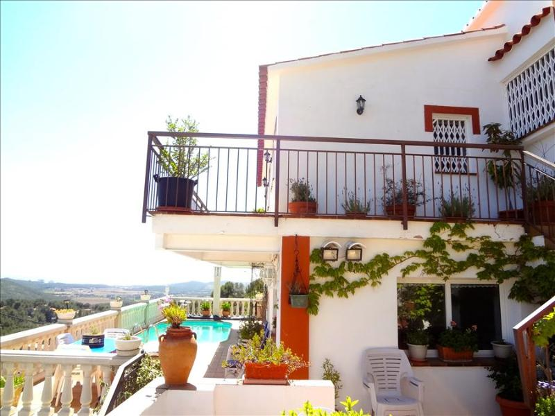Sunny villa in Sant Pere de Ribes, just 7km from Sitges beaches - Image 1 - Sant Pere de Ribes - rentals