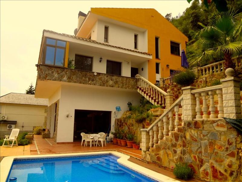 Alluring villa in Corbera for 12 guests, only 23km from Barcelona and its famous beaches! - Image 1 - Corbera de Llobregat - rentals