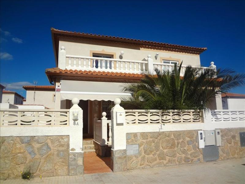 Modern Miami Platja villa with 3 bedrooms for 8 guests, a 5-minute walk from the beach - Image 1 - Miami Platja - rentals