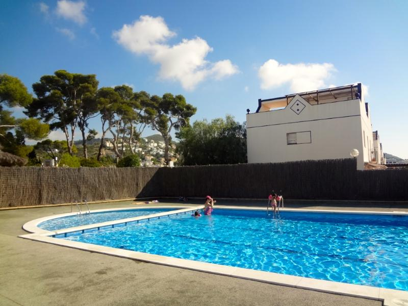 Sunny Sitges villa for 8 guests only 200m to the beach - Image 1 - Garraf - rentals