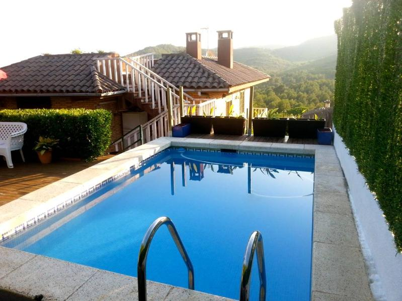 Gorgeous villa in El Vendrell for 8 guests, only 6km from the beaches of Costa Dorada - Image 1 - Costa Dorada - rentals