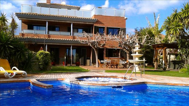 Villa Fantasia in Calafell for up to 18 guests, only 500m from the beaches of Costa Dorada! - Image 1 - Costa Dorada - rentals