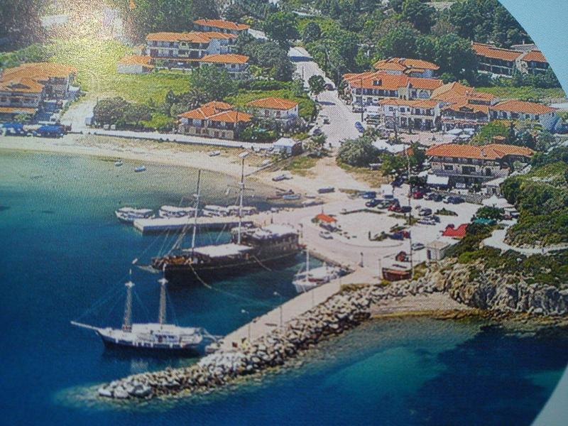 This is Ormos Panagias. A small summer resort 110km fromThessaloniki - Ormos Panagia, 3 bedr flat, steps from sea, 2floor - Sithonia - rentals
