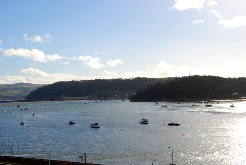 Estuary View Apartment | Great Escapes Wales - Image 1 - Deganwy - rentals