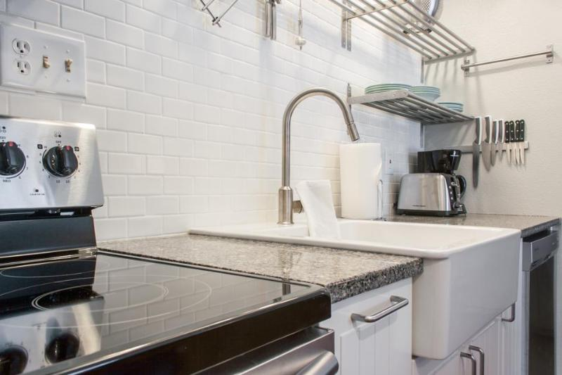 Dog-friendly condo w/ shared pool & hot tub! Close to the park & downtown! - Image 1 - Bend - rentals