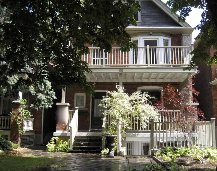 street view faces south west sun exposure - Beautiful 3 Bdrm 2000 SqF with large 22x10 Balcony - Toronto - rentals