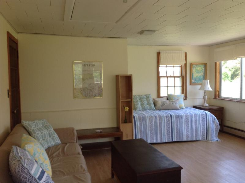 Spacious sunroom; two twin beds - Vacation cottage, Eastham, Cape Cod, MA - Eastham - rentals