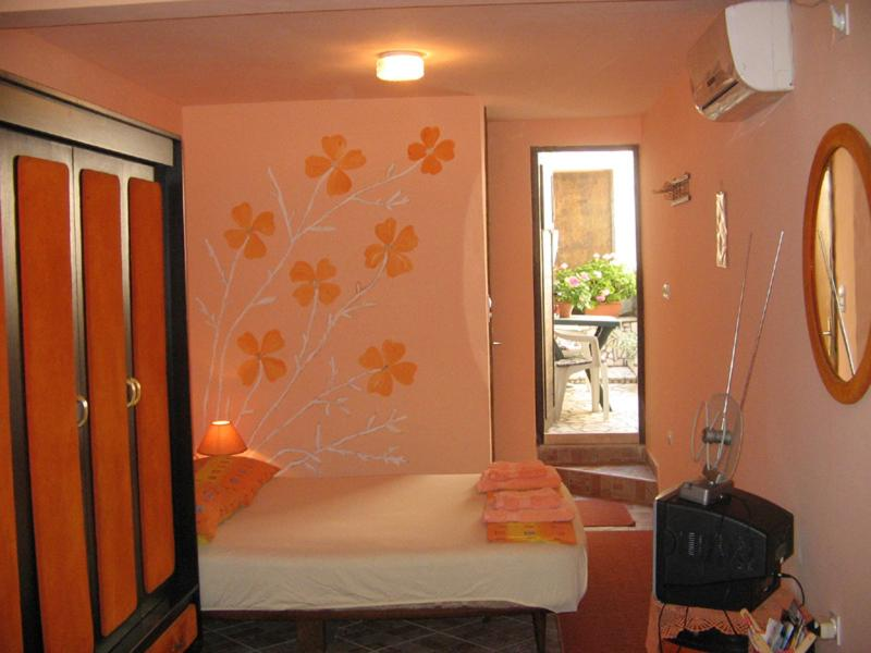 Sleeping area, a double bed for 2 persons - Studio With Large Terrace Above (For 2+1) - Dubrovnik - rentals
