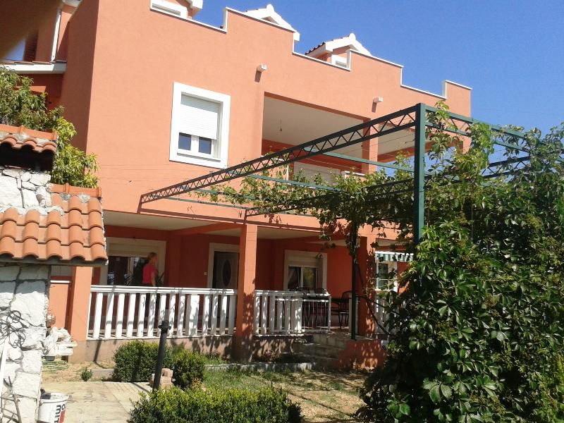 Apartment for 10 people with parking and garden - Image 1 - Kastel Sucurac - rentals