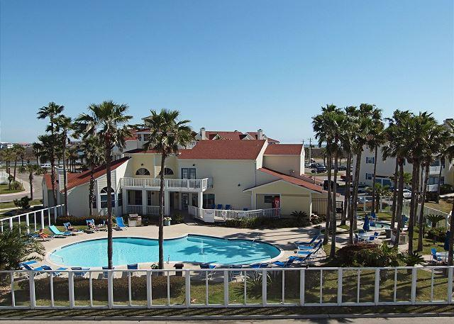 Pool view - Beach View Retreat offers the best view on the Island! - Corpus Christi - rentals