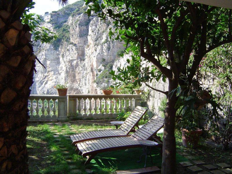Amaca, immersed in a green garden between lemon and orange trees - Image 1 - Meta - rentals