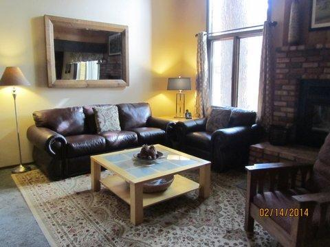 living room - Large Condo!  4 rooms/3 bathroom in Mammoth Creek - Mammoth Lakes - rentals