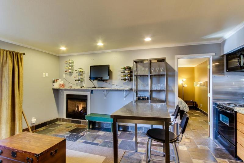 Dog-friendly condo w/ private balcony plus shared pool & hot tub! - Image 1 - Bend - rentals