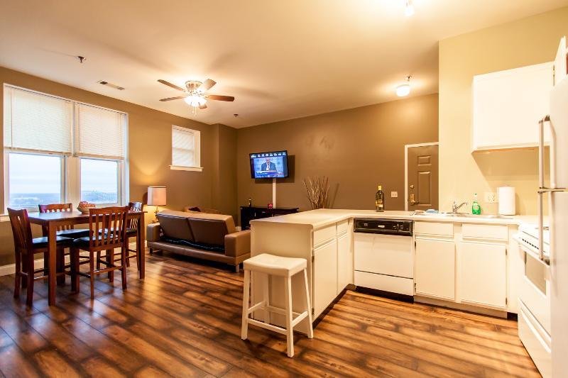 Open Living & Kitchen Area - Great for Friendly Gatherings - Cozy Penthouse Apartment - At Downtown Memphis - Memphis - rentals