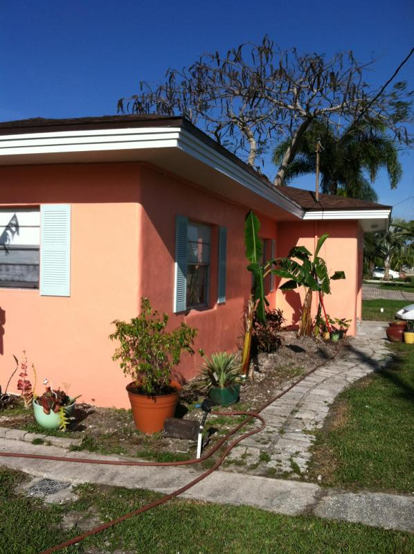 charming waterfront cottage in fishing village - Image 1 - Matlacha - rentals