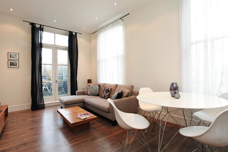 uberlondonapartments - lounge space and dining table - Notting Hill Gate House - London - rentals