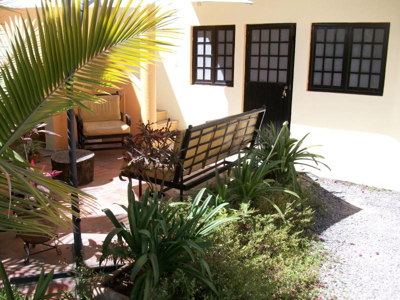 Entrance to the apt with sitting area - Friendly apt outside sitting area 2 blocks center - Tlaquepaque - rentals