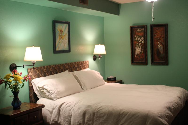 BED IS MADE - Smiling Pines Bed and Breakfast - Eureka Springs - rentals