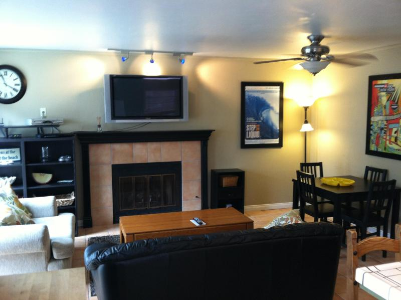 living area from kitchen - STEP INTO LIQUID - Pacific Beach - rentals