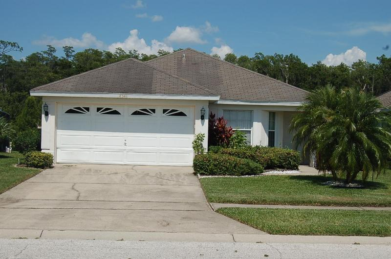 4341 Cosy 3 bedroom pool home lake view Kissimmee - Image 1 - Kissimmee - rentals
