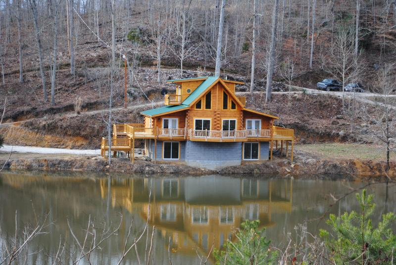 View Across Lake - A Sleepy Bear's Dream near Red River Gorge - Beattyville - rentals