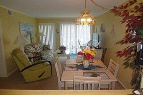 Living Area - N. Myrtle 3 bedroom 21/2 bath condo on Shore Drive - Cherry Grove Beach - rentals