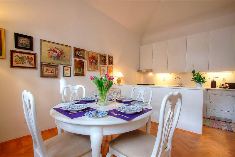 Dining room, Kitchen fully equipped - Botanical Garden Apartment - Prague - rentals