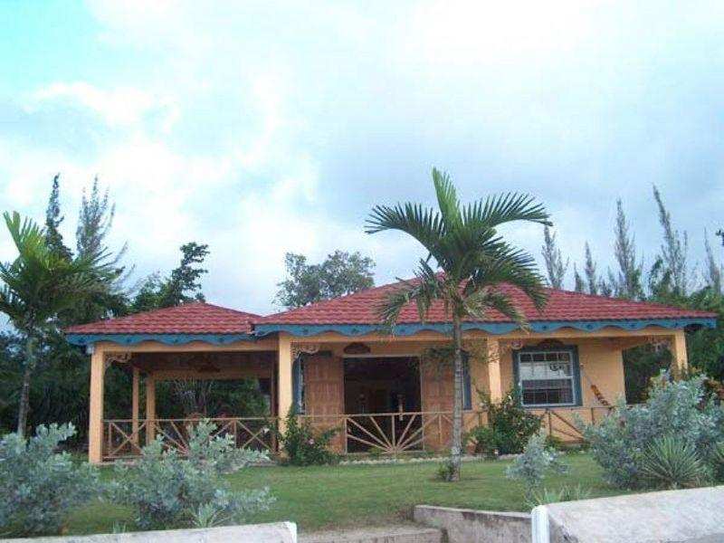 Bay Watch at Runaway Bay, Jamaica - Beachfront, Real Tropical Getaway, Pool - Image 1 - Discovery Bay - rentals